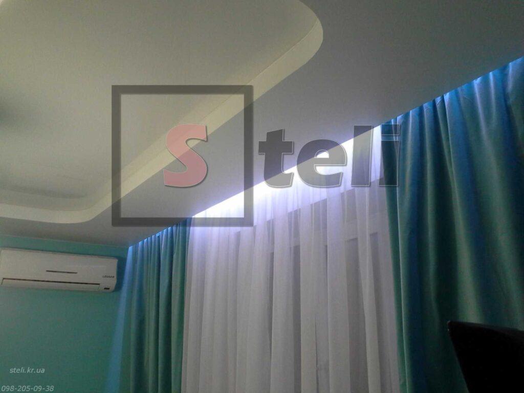 Натяжной потолок с подсветкой шторы